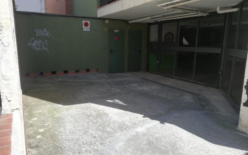 Se vende plaza de parquing para coche mediano en C/ Conca de Tremp