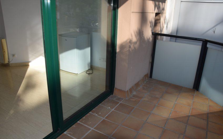 Se alquila estudio en la zona de Sant Pau ( C/ Castillejos)
